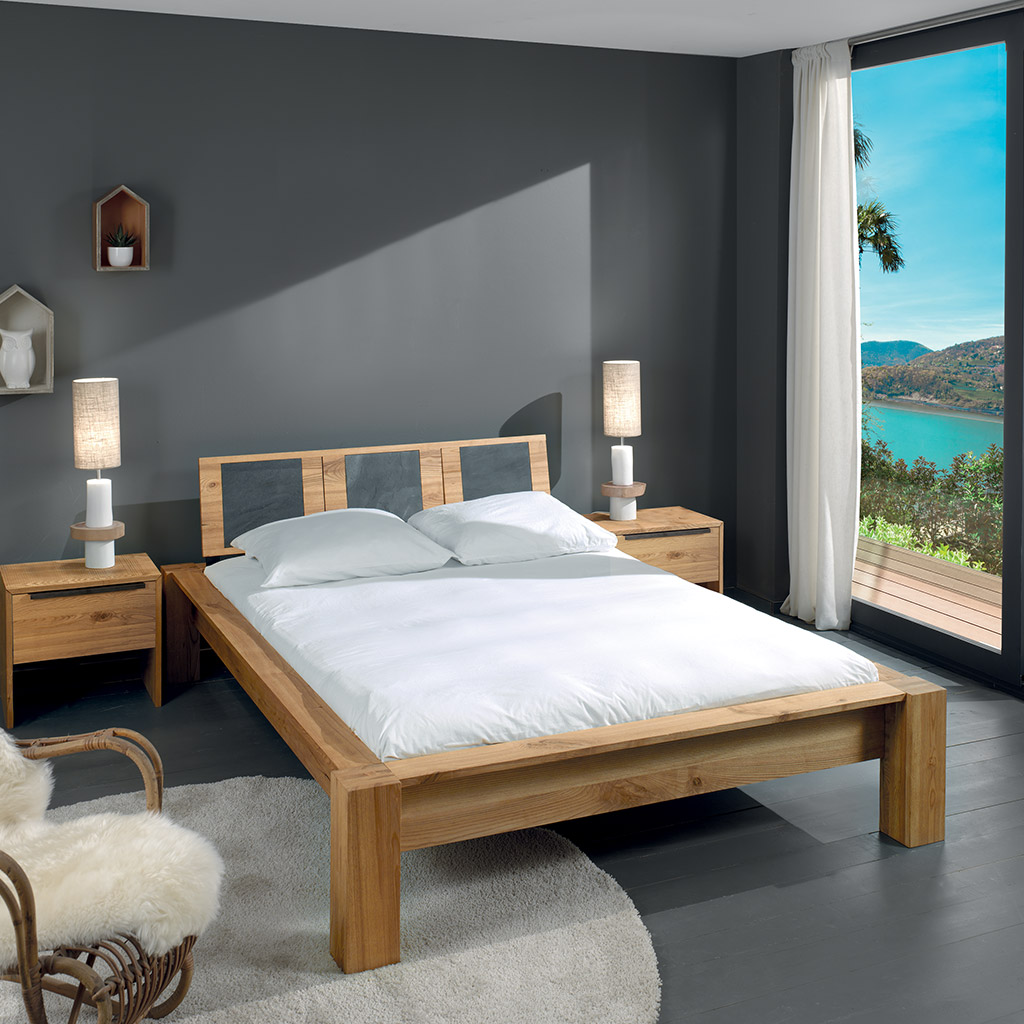 chambre avec sa t te de lit incrust e de carreaux aspect ardoise incrust e. Black Bedroom Furniture Sets. Home Design Ideas